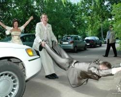 Свадебные приколы: фотограф не спал у ЗАГСА